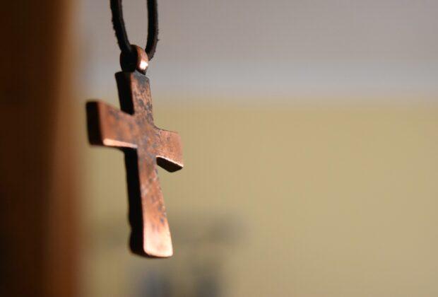 Jak dbać o złotą i srebrną biżuterię